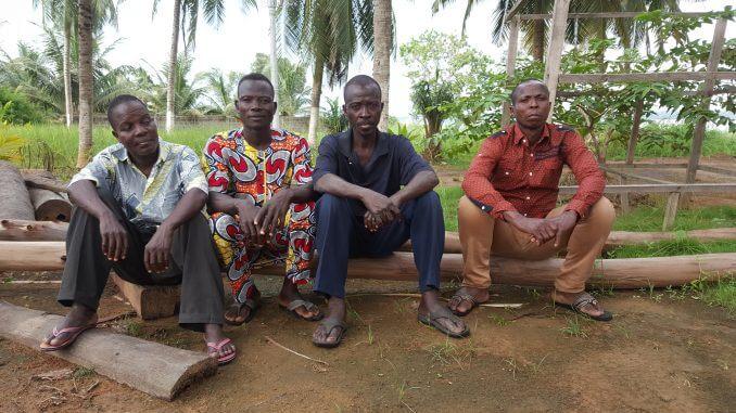Jules Amoussou-Kini, Samuel Sossou, Francis Adjahane et Norbert Akossi, tous les trois issus de villages isolés de l'autre côté du lac Ahémé. Cette photo a été prise durant le tournage vidéo à propos des initiatives communautaires dans leurs villages.