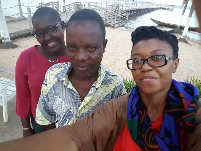 Les lauréates du programme Connexions Citoyennes Zeyna Ndiaye et Befoune en compagnie de Jules Amoussou-Kini du village de Dékanmé.