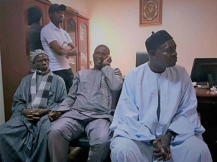 Le chef du village, le représentant du Khalife et le Maire de Malika, à la mairie