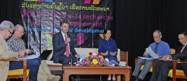 The role of the media in the fight against climate change debated in Laos